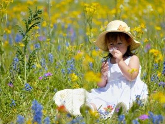 Enfant fleurs nature