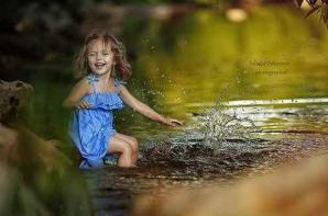 Enfant joie eau