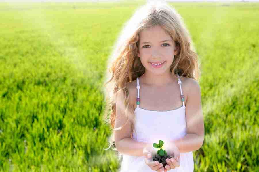 Enfant plante