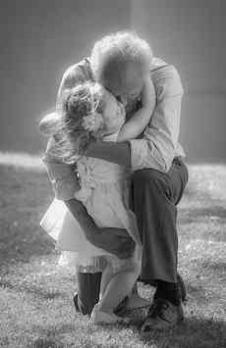Enfant tendresse papy