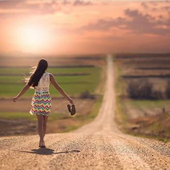 Femme chemin