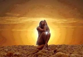 Femme coucher soleil
