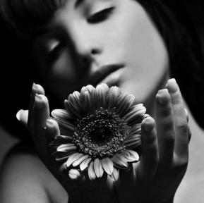 Femme fleur douceur