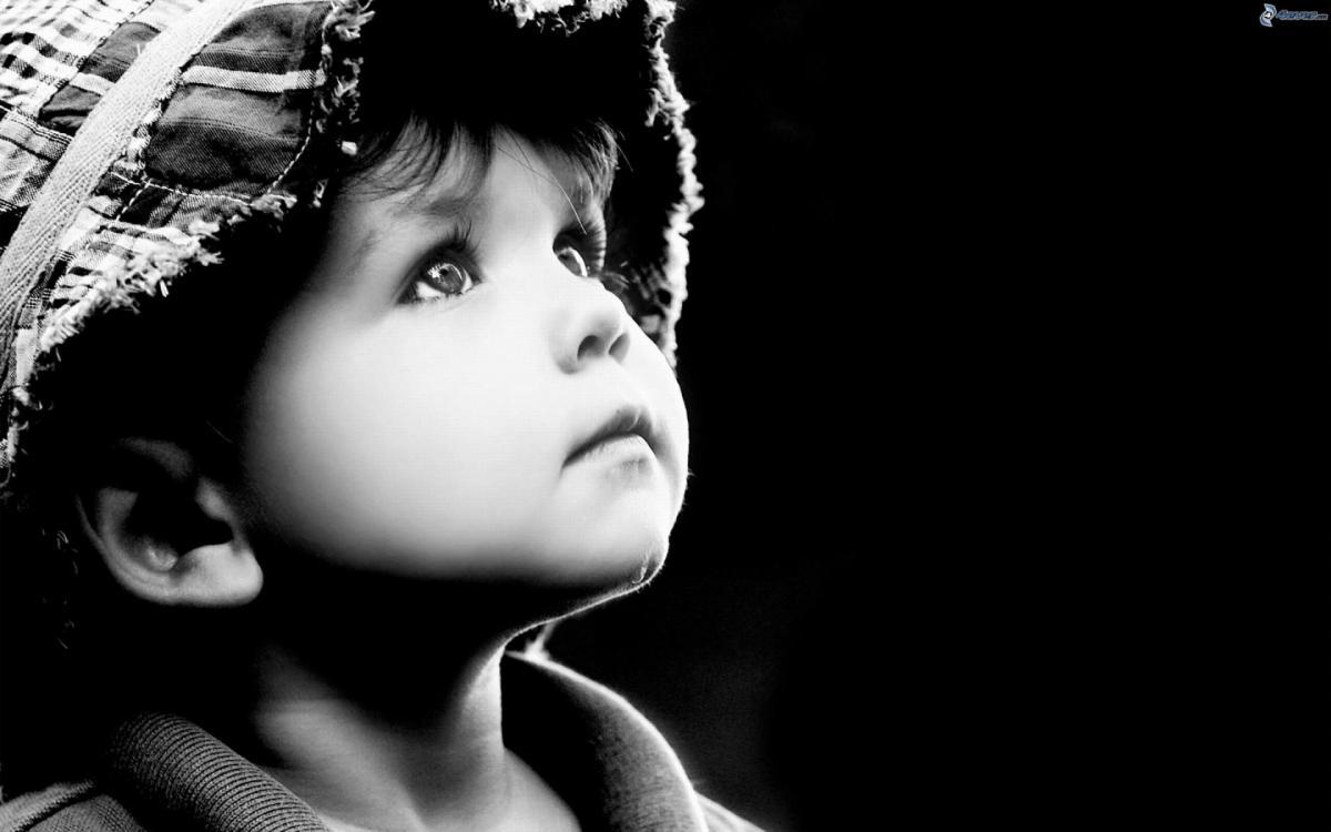 Garcon en noir et blanc