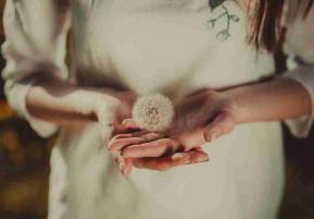 Humilite femme fleur