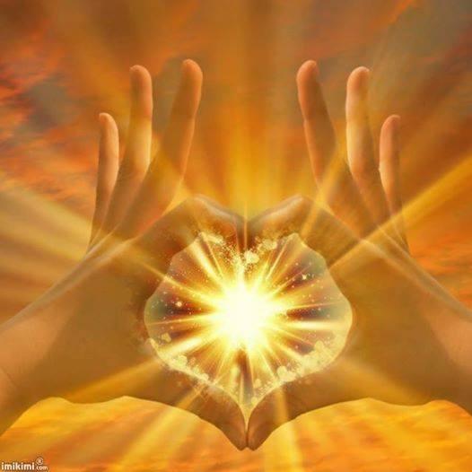 Mains coeur lumineux