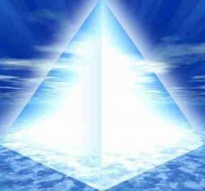 Pyramide lumiere blanche